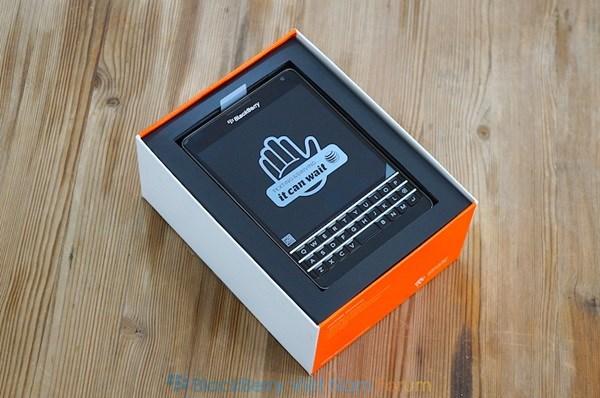 watermarked-blackberry-passport-att-unboxing