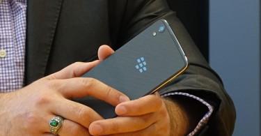 smartphone-android-cao-cap-blackberry-dtek60-chuan-bi-b225n-ra_1